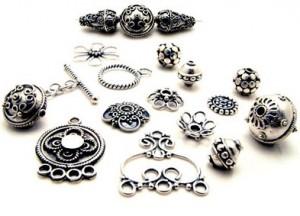 Почему так популярны украшения из серебра?